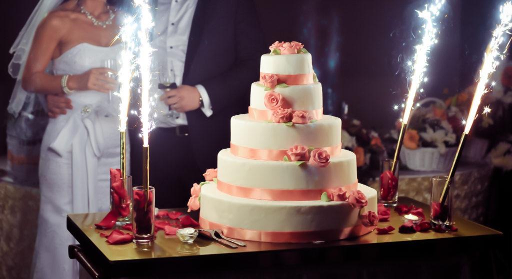 Wann Serviert Man Am Besten Die Hochzeitstorte Carinas