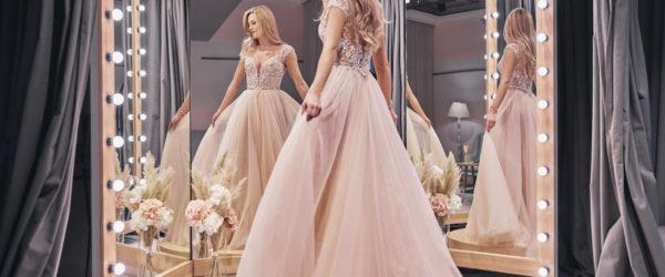 Brautkleidsuche Hochzeit Anprobe Brautkleid