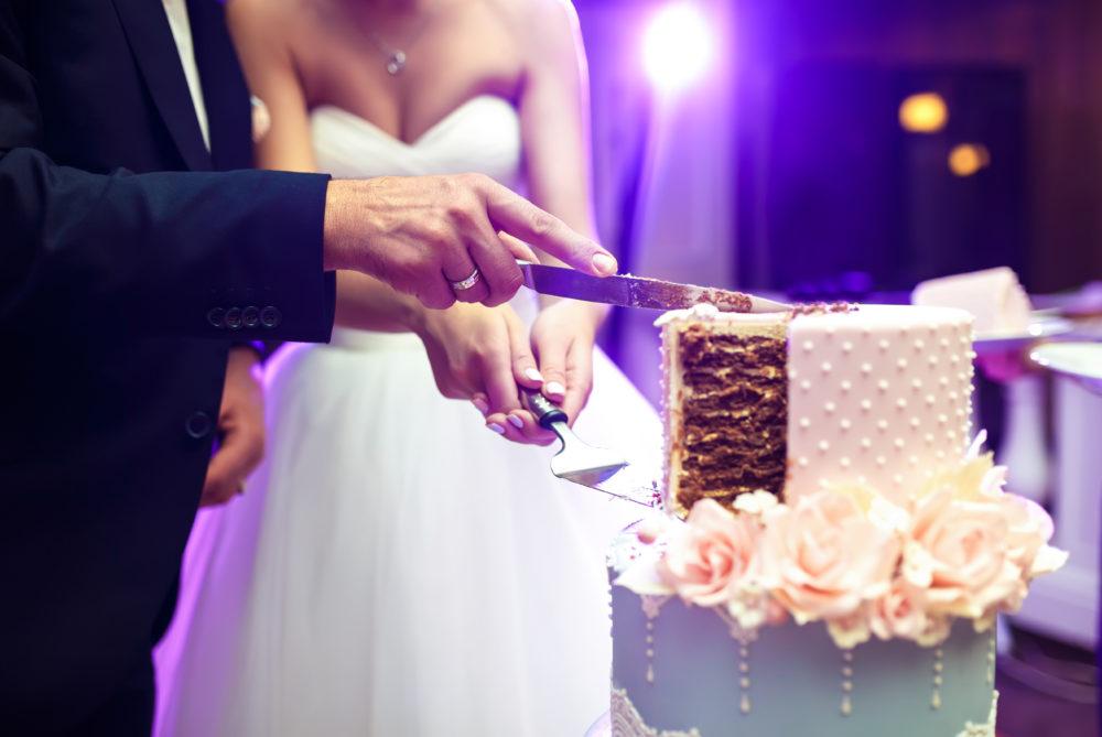 Planungsschritte der Hochzeit Hochzeitsprogramm Hochzeitstorte Anschnitt