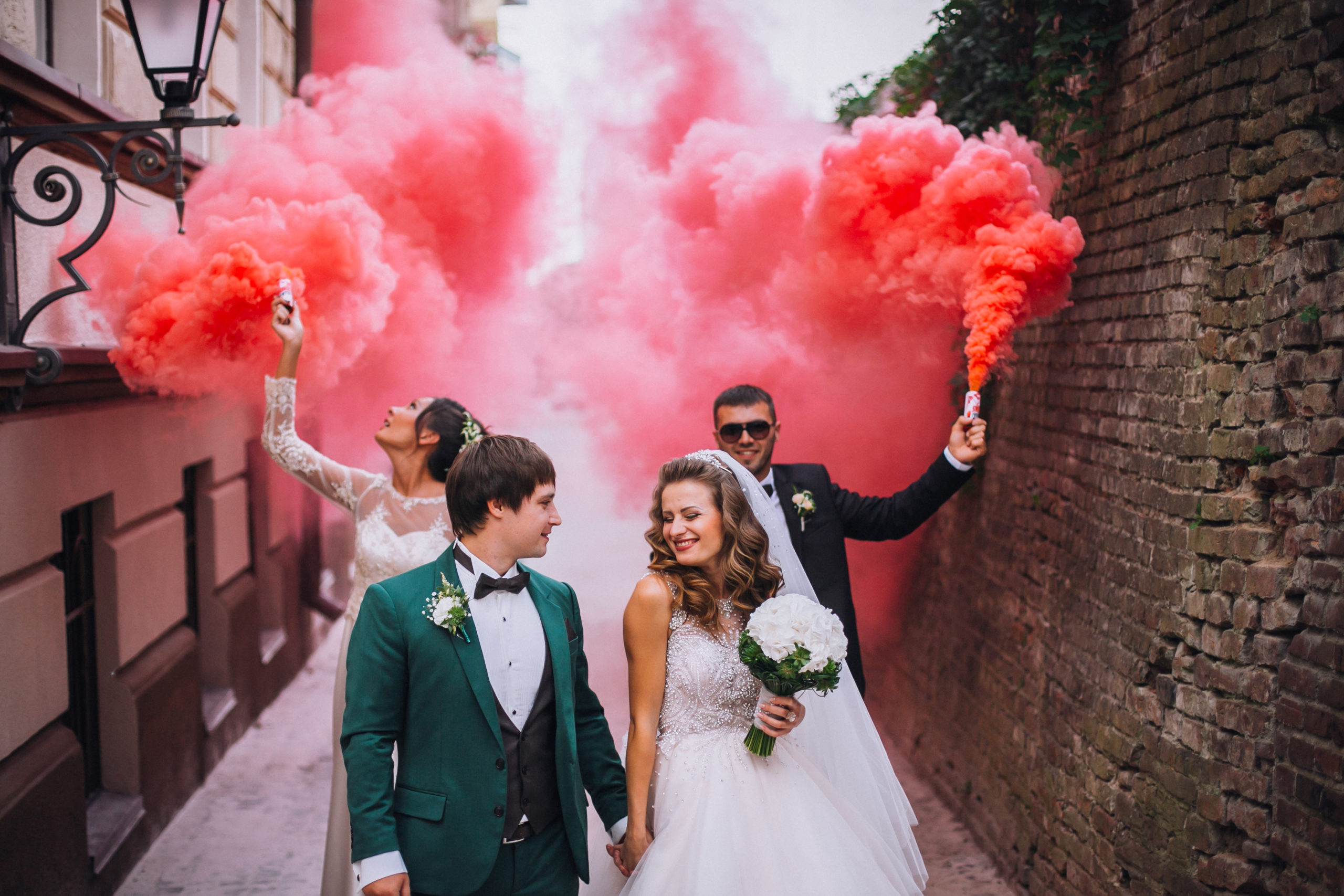 Hochzeitstrends Color Smoke Bombs